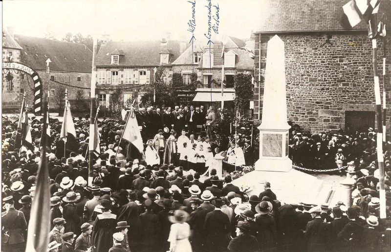 Inauguration du monument aux morts (collection Mallet)